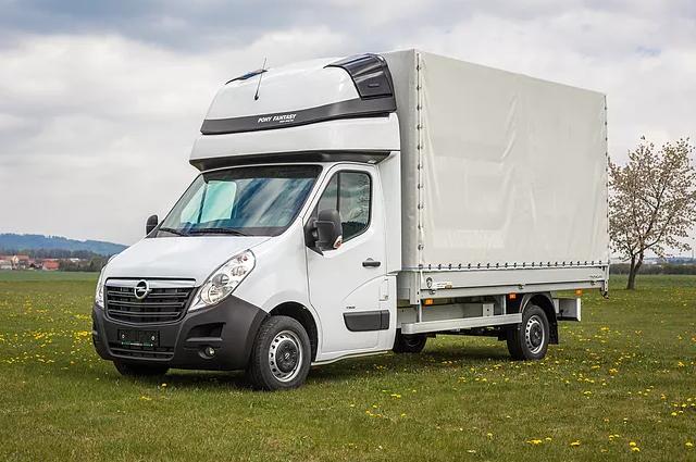 Jak si snadno zajistit vůz pro stěhování a přepravu většího nákladu? Řešením je pronájem dodávky